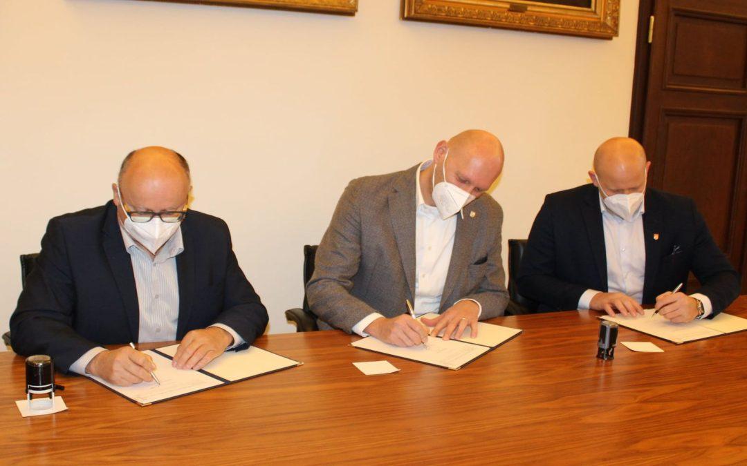 Primátor podepsal memoranda se sportovními akademiemi